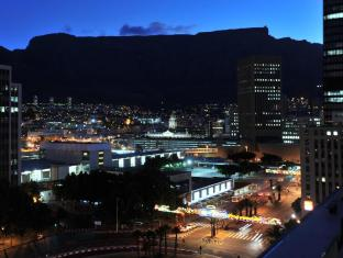 Park Inn by Radisson Foreshore Cape Town Cape Town - Table Mountain view by night