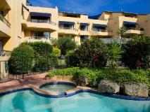 Grangewood Court Holiday Apartment: swimming pool