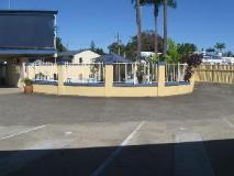 Sunburst Motel: exterior