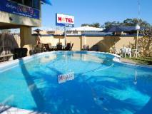 Sunburst Motel: swimming pool
