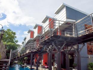 Nicky's Handlebar Hotel