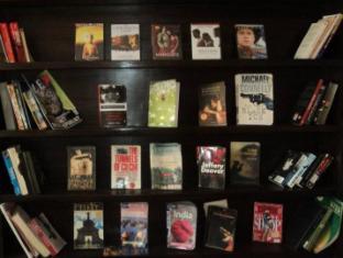 Peak Point Hotel Kathmandu - Mini Library