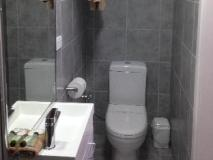 Beachcomber Motel & Apartments: bathroom
