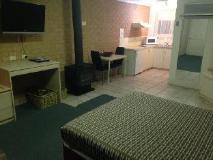 Beachcomber Motel & Apartments: guest room