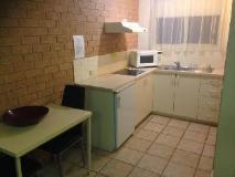 Beachcomber Motel & Apartments: kitchen