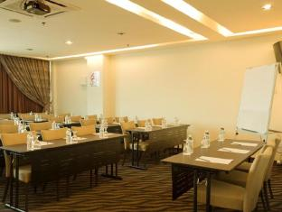 Marvelux Hotel Malacca - Classroom Style