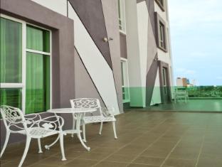 Marvelux Hotel Malacca - Balcony/Terrace