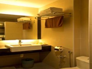 Marvelux Hotel Malacca - Bathroom