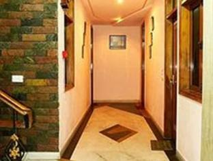 Hotel Western Queen New Delhi and NCR - Corridor