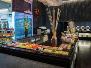 In Residence Bangkok Sukhumvit Bangkok - Buffet Line