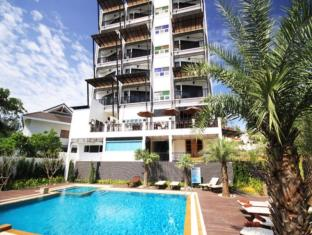 Dee Andaman Hotel Pool Bar