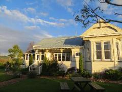 Cotswold Cottage Bed and Breakfast | New Zealand Budget Hotels