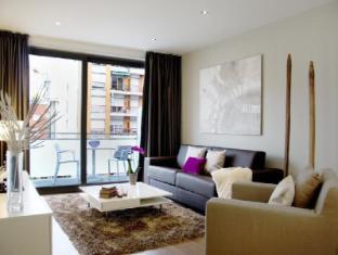 Sensation Sagrada Familia Apartments Barcelona - Living Room