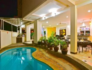 方一酒店 普吉岛 - 游泳池