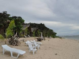 Kingfisher Sand Sea Surf Resort Pagudpud - Pantai