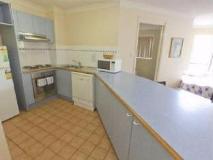 Coolamon Apartments: kitchen