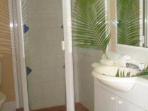 Coolamon Apartments: bathroom