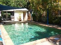 Coolamon Apartments: swimming pool