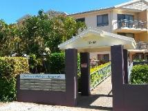 Coolamon Apartments: entrance