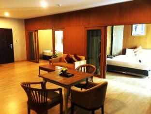 V8 Seaview Hotel