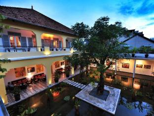 The Plantation Urban Resort and Spa Phnom Penh - Lotus Pond Gallery