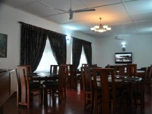 Anna Shanthi Villa Kandy - Dining area