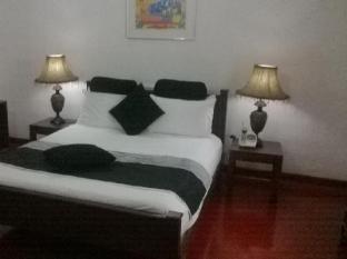 Anna Shanthi Villa Kandy - Guest Room
