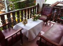 Rattana Guesthouse: balcony/terrace