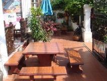 Rattana Guesthouse: entrance