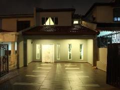 Leisure Home Stay @ Taman Segar Malaysia