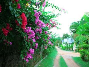 Panpen Bungalow Phuket - Surrounding