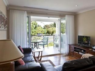 Como Bed & Breakfast Perth - Private Lounge and Balcony