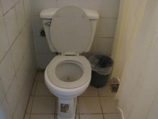 Skyrise Hotel Baguio - Barkada Room Bathroom