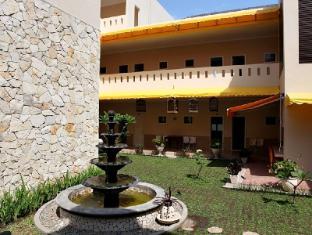 Roemah Moesi Hotel Medan - Garden