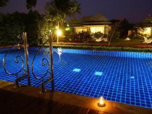 Perennial Resort Phuket - Swimming Pool