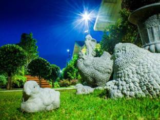 Perennial Resort Phuket - Garden