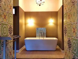 Perennial Resort Phuket - Bathroom