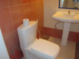 Days Inn-Kandy Kandy - Family Apartment Bathroom