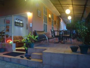 Days Inn-Kandy Kandy - hotel exterior