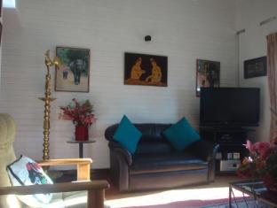 Days Inn-Kandy Kandy - Living area