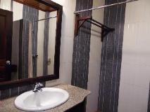 Vongprachan Guest House: bathroom
