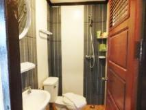 Phouang Champa Hotel: bathroom
