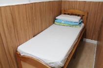 Enoposteljna soba brez okna (skupna kopalnica)