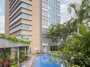 Park Avenue Rochester Hotel Singapore - Swimming Pool