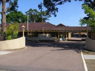 /glades-motor-inn/hotel/central-coast-au.html?asq=jGXBHFvRg5Z51Emf%2fbXG4w%3d%3d