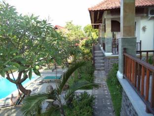 Anugerah Villas Amed Бали - Балкон/Тераса