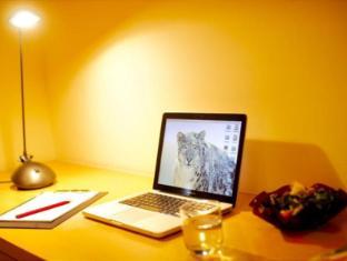 KamarSuites@ Seri Bukit Ceylon Kuala Lumpur - Study Desk