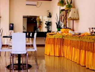 Delta Sinar Mayang Hotel Surabaya - Food and Beverages
