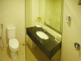 Delta Sinar Mayang Hotel Surabaya - Bathroom