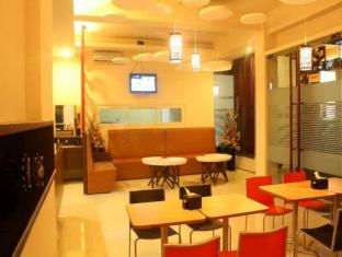 Feliz Guest House Surabaya - Lobby and Cafe